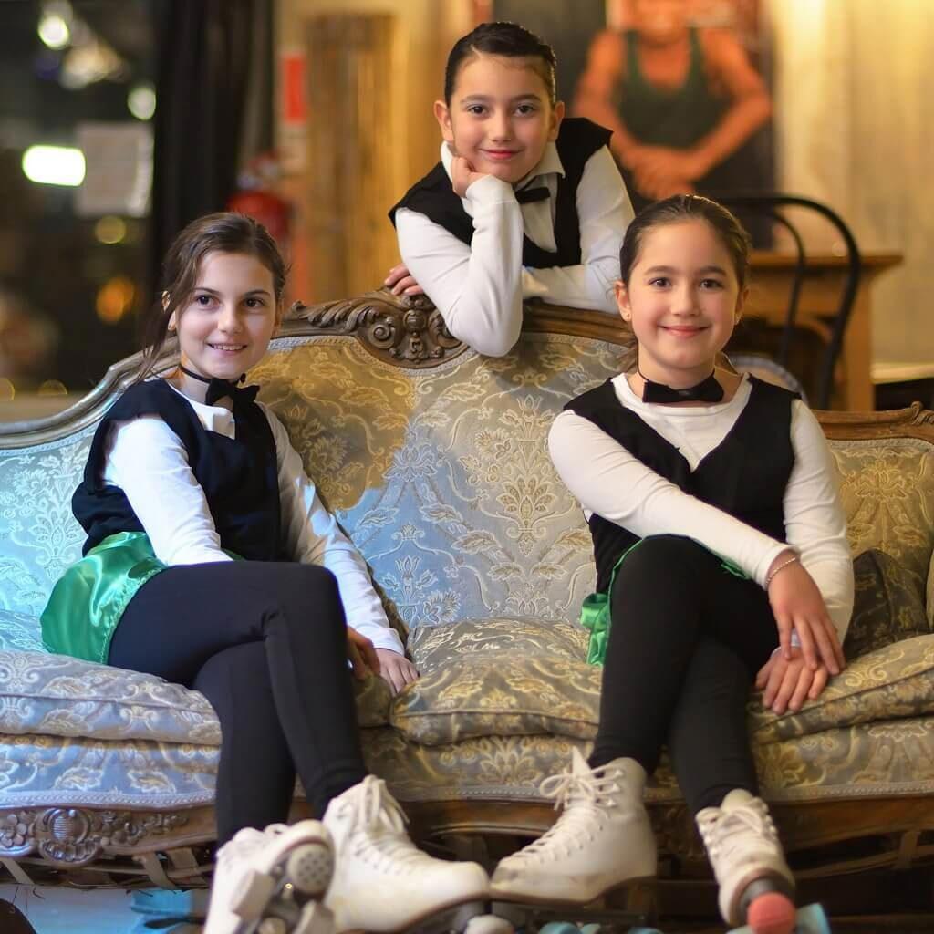 Scuola di pattinaggio artistico a rotelle per bambine e ragazze