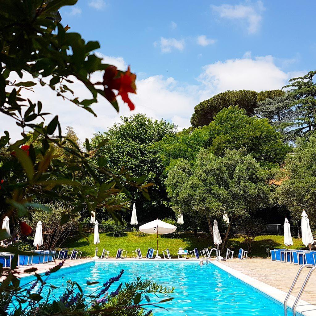 Il nostro solarium all'aperto con due piscine per bambini e adulti, a Roma dal 1993 - Circolo Arca